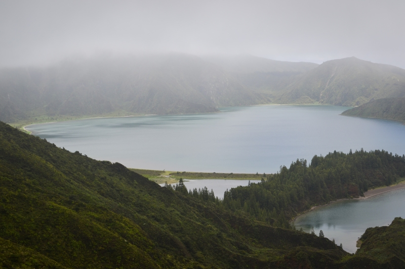 Lagoa do Fogo means